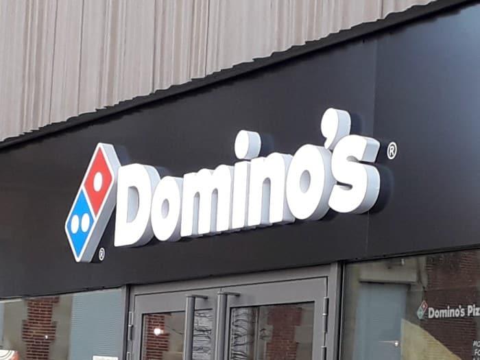 Impact communication réalisation de lettres boitiers domino's pizza à Mantes la Jolie (78)