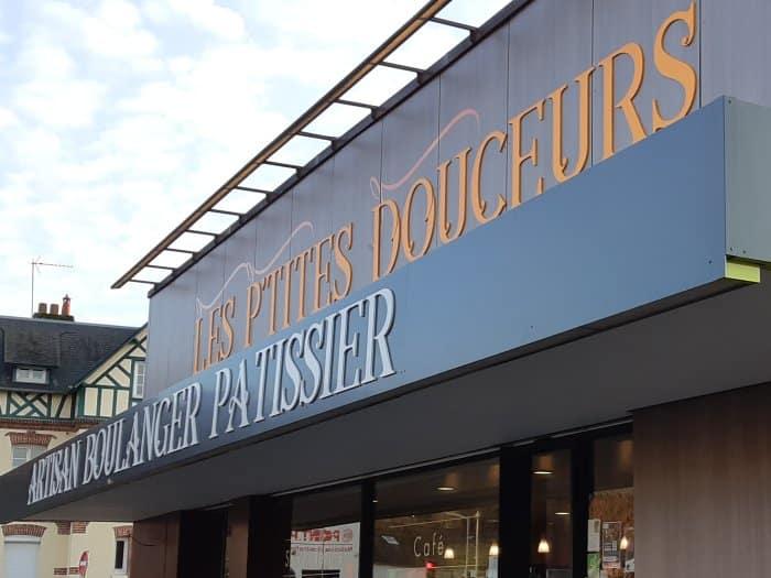 Impact communication réalisation de lettres découpées pour la boulangerie Les P'tites Douceurs à Bernay (27)