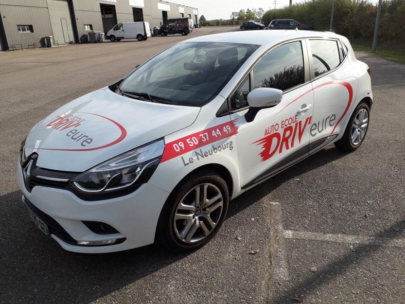 Impact communication marquage véhicules auto école en Normandie