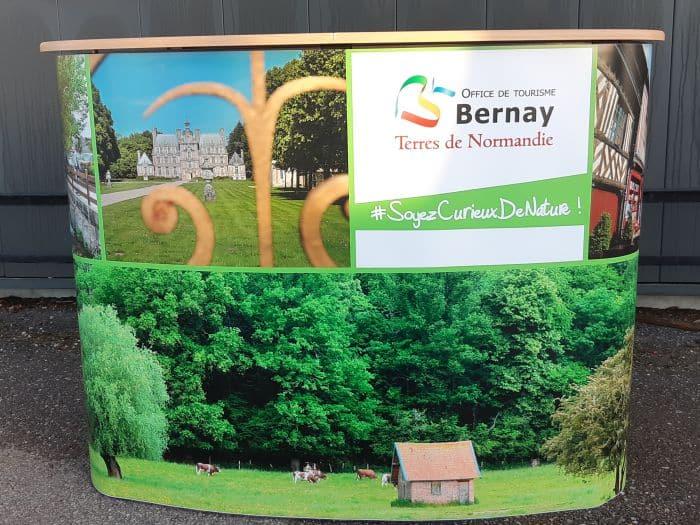 Impact communication réalisation de comptoir d'accueil pour l'office de tourisme de Bernay (27)