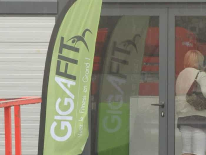 Impact communication réalisation drapeau GigaFit à Courcelles (27)
