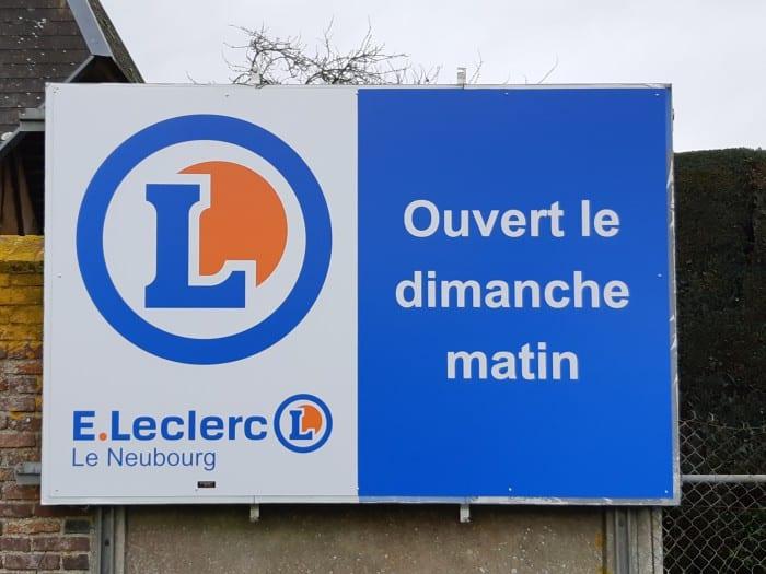 impact-communication-réalisation-panneaux-routiers-leclerc