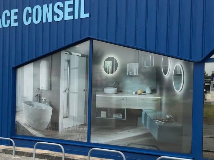 impact communication réalisation de décoration de vitrine avec adhésif micro-perforé pour le magasin Mabille à Alençon (61)