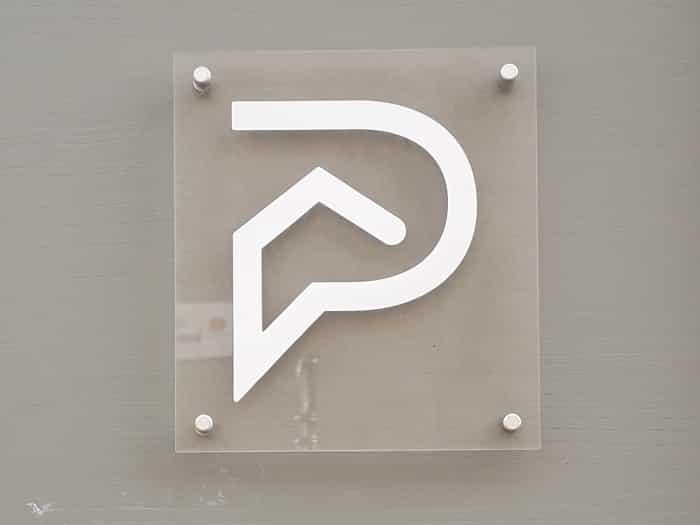 impact communication fabrication plaques professionnelles en plexi pour l'agence Stéphane Plaza à Vernon (27)