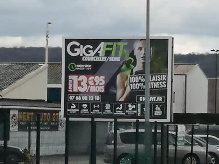 impact communication fabrication de panneau grand format 4x3 pour Gigafit à Courcelle sur Seine (27)