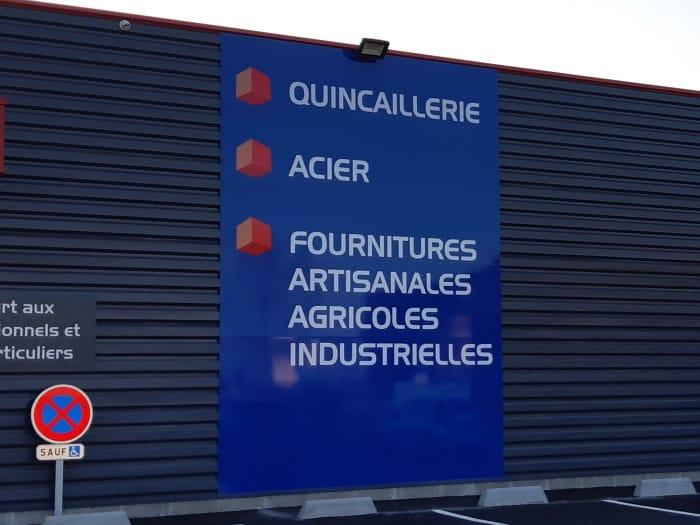 Impact communication fabrication de panneaux rigides pour signalétique Bricofer au Neubourg (27)