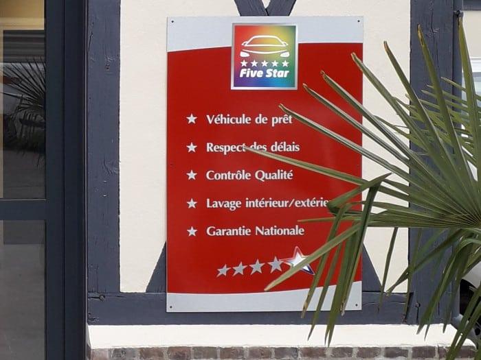 Impact communication fabrication de panneaux rigides pour signalétique Carrosserie Salengro à Louviers (27)