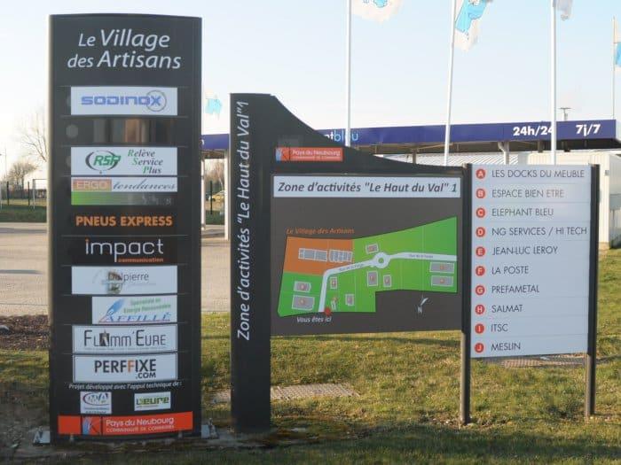 impact communication réalisation de signalétique extérieure pour le village des artisans au Neubourg (27)