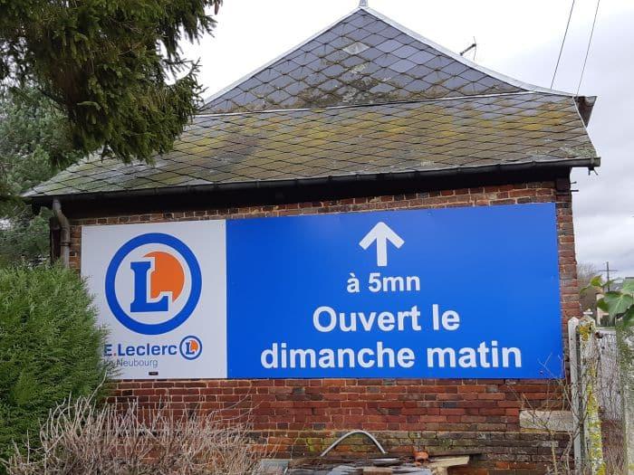 impact communication réalisation de signalétique extérieure pour le Leclerc du Neubourg (27)