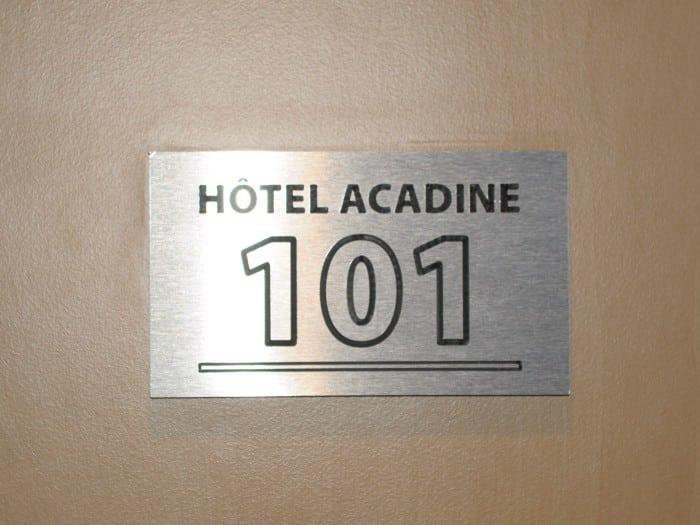 impact communication réalisation de signalétique intérieure Acadine Hotel à Pont-Audemer (27)