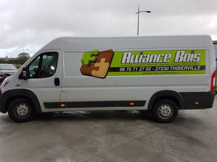 Impact communication – flocage véhicule Alliance Bois – Menuiserie générale – entre Lisieux et Le Neubourg 2