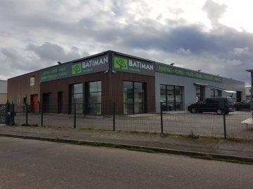 Impact Communication réalisation et pose d'une enseigne magasin Batiman spécialiste dans la vente de cuisines et de menuiseries à Vernon